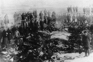 Тела расстрелянных рабочих - жертв ленских событий. 4 апреля 1912г. Ленские прииски.