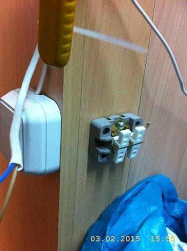 Помещаю в цепь выключатель света