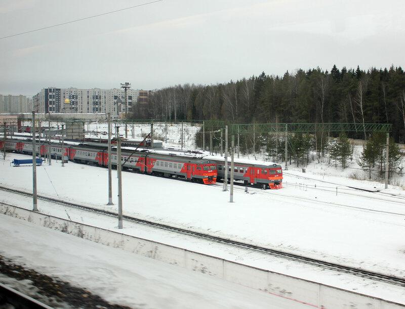 ЭТ2М-052 и ЭР2-1228 в депо Крюково