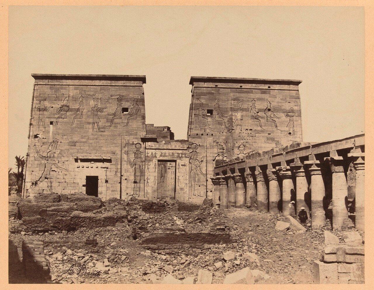 В храме Изиды на острове Филе