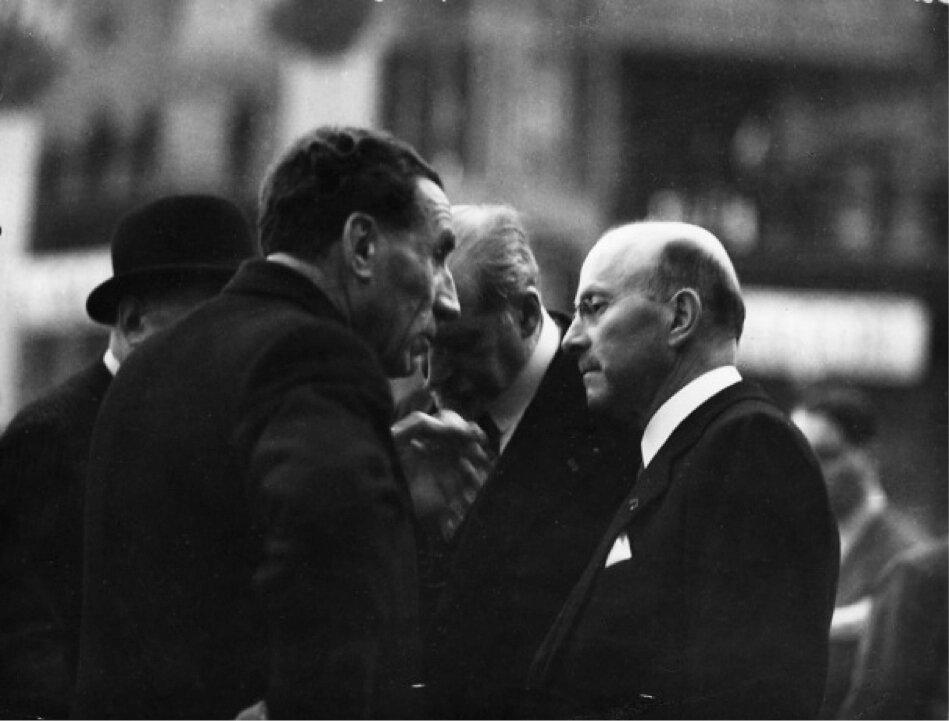 1936. Луи Рено и Андре Ситроен в Гран-Пале