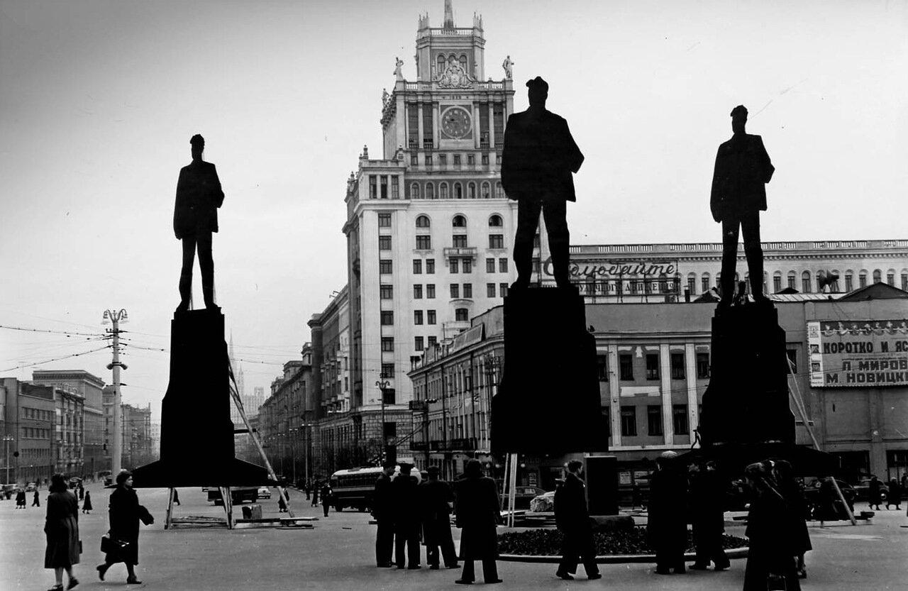 116. 1956. Где должен стоять Маяковский