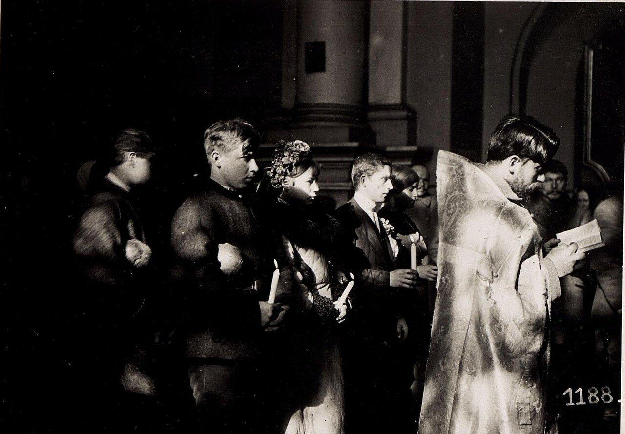 Религиозная церемония в русской церкви