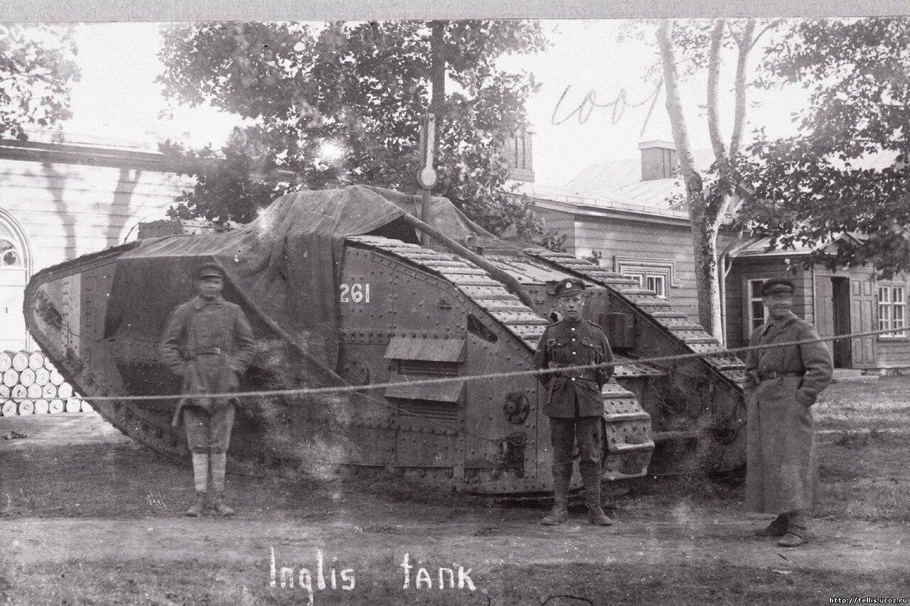 Танк «Первая помощь» или «Капитан Кроми» сфотографирован, вероятно, в месте дислокации танкового батальона Северо-Западной Армии в Нарве