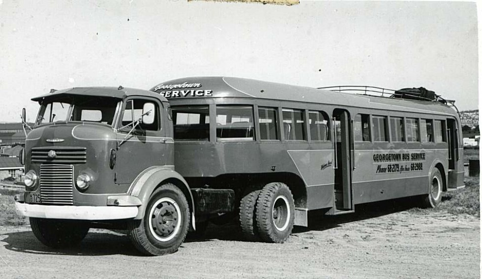 Georgetown bus service Commer MO-725.jpg