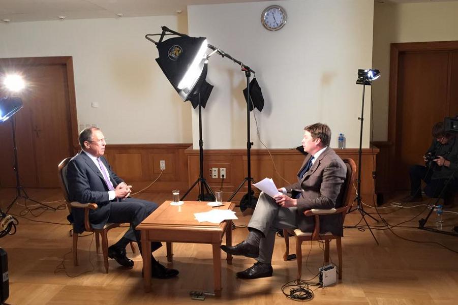Лавров дает интервью Блумбергу.png