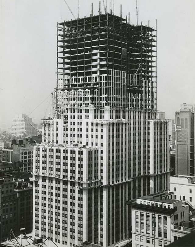 Башню удалось построить всего за 410 дней — рекордный для того времени срок, ведь высота ее составля