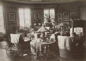 Гостиная в усадебном доме в Осиновой роще. 1885.jpg