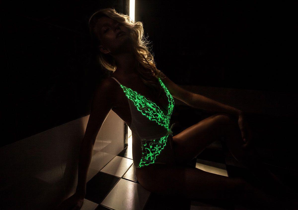 нижнее белье с 'эротической' зеленой подсветкой