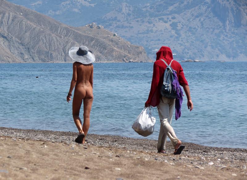 Мальчики голышом на пляже 24