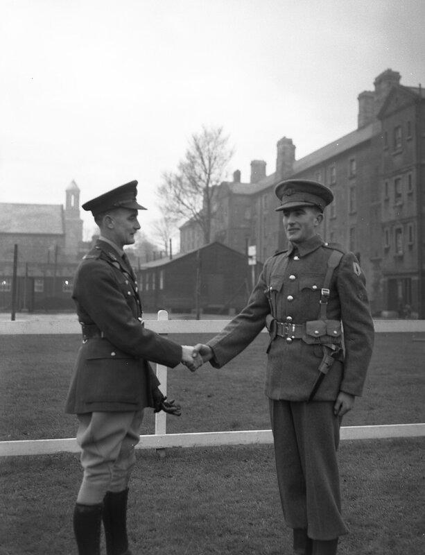 Между 1932 и 1935 годами Брэнсон путешествовал и фотографировал Ирландию и ее жителей.