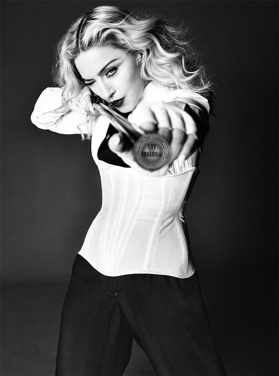 "Искусство за свободу - обнаженная Мадонна / Madonna by Tom Munro in L""Uomo Vogue may-june 2014"