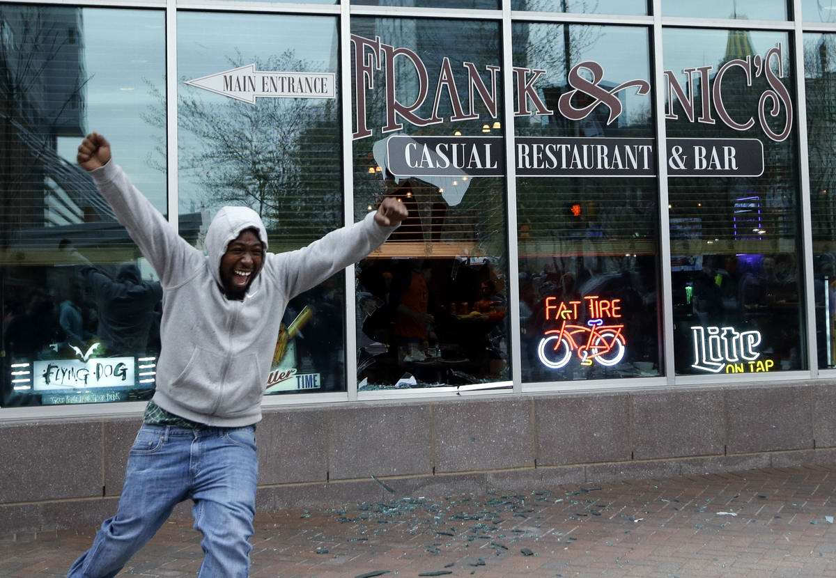 Конец полицейскому государству: Массовые протесты и уличные погромы в Балтиморе (США) (49)