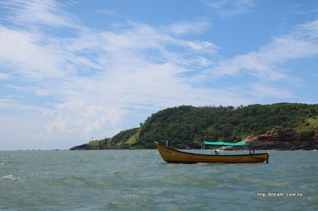 Стандартная рыбацкая лодка лучше подходит для путешествия по волнам