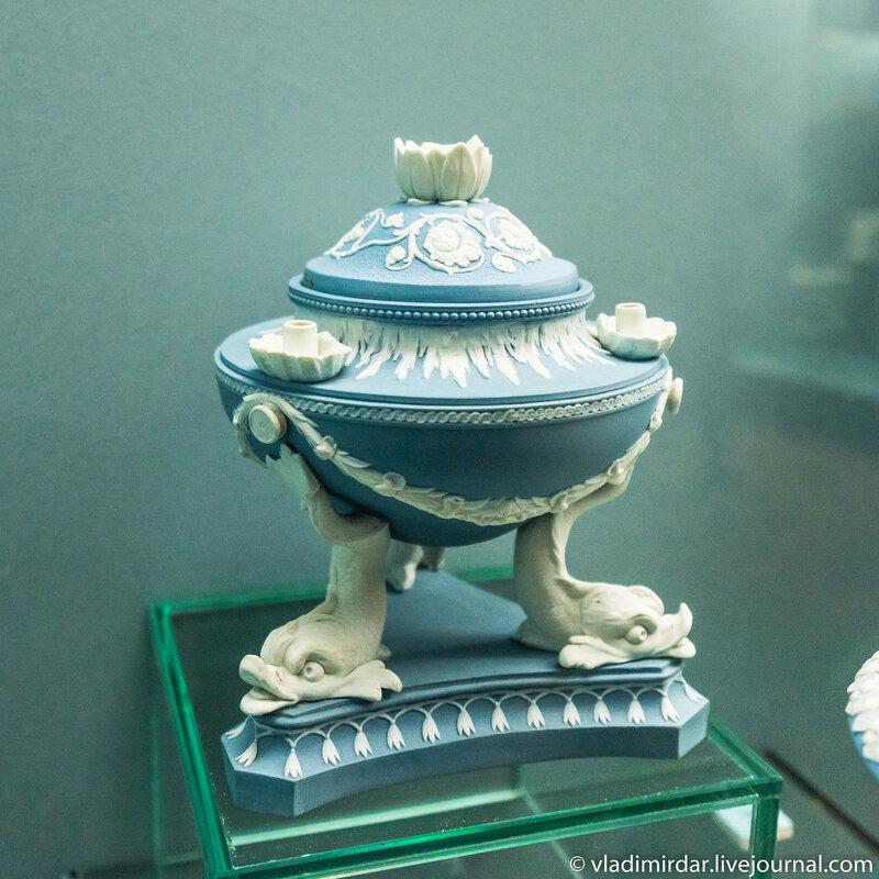 Масляная лампа в виде чаши на ножках дельфина