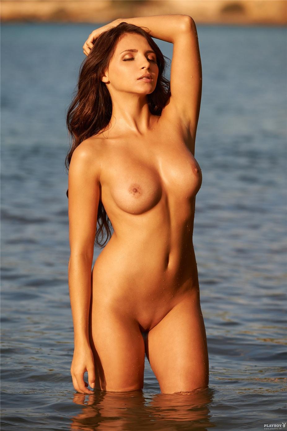большая голая грудь фото
