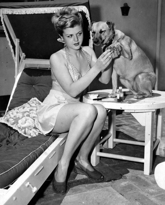 Angela Lansbury (c. late 1940s).jpg