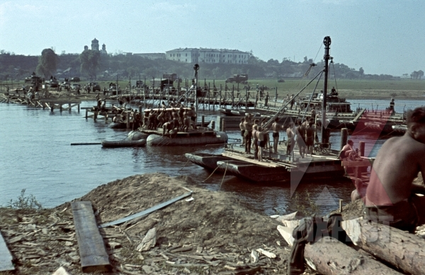 stock-photo-3rd-panzer-division-panzer-3-tanks-crossing-makeshift-pontoon-war-bridge-dnjepr-river-bychau-belarus-1941-12281.jpg