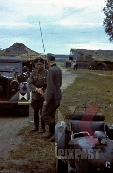 stock-photo-colonelgeneral-heinz-guderian-with-horch-kfz-21-staff-car-beresina-august-1941-3rd-panzer-division-12274.jpg