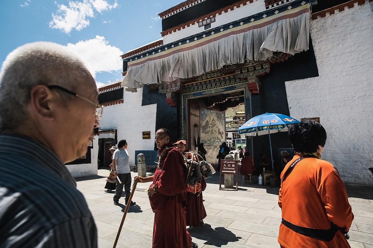 7. Вход в монастырь.