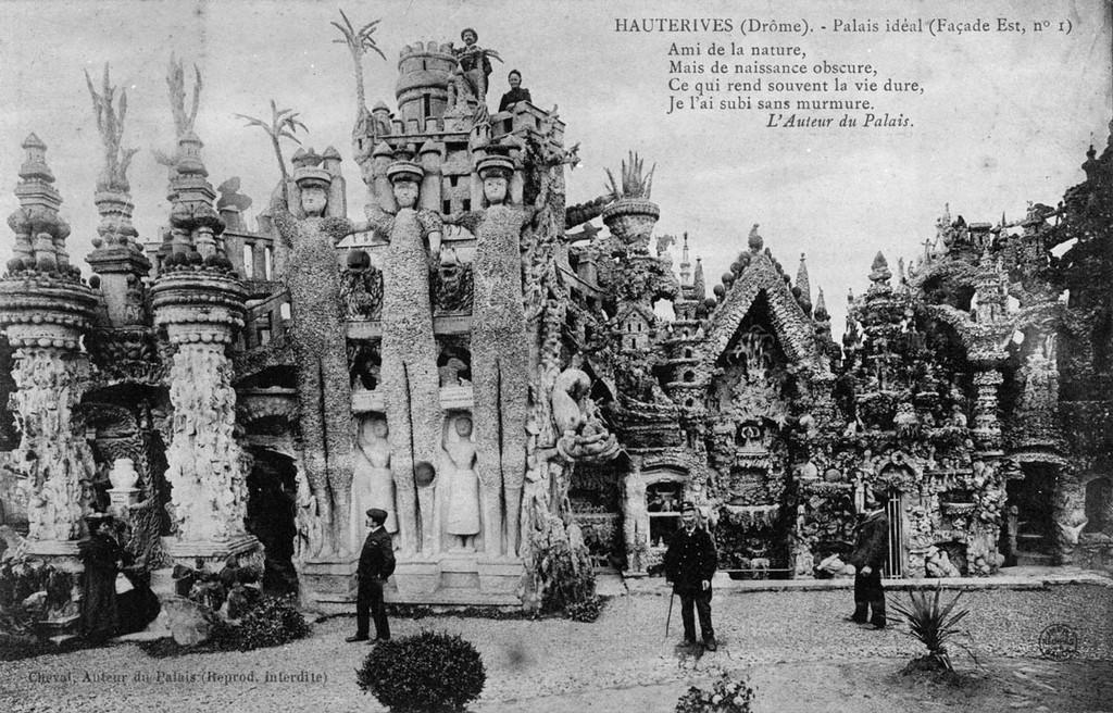 9. Строительство дворца было завершено в 1912 году (Шевалю на тот момент было 76 лет). Закончив свой
