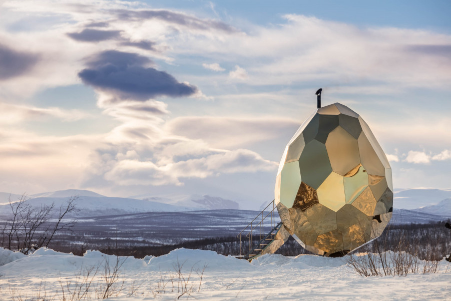 A Mirrored Golden Egg Sauna is Hatched in Sweden (8 pics)
