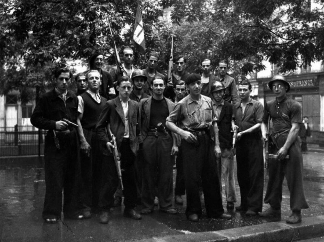1944. FFI (Французские внутренние силы) в районе Менильмонтан, Париж