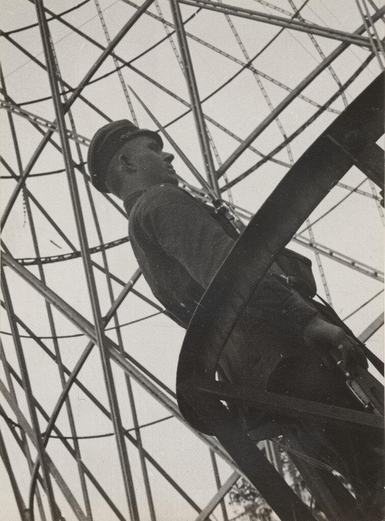 Alexander Rodchenko, Guard at the Shukhov Tower, 1929.jpg