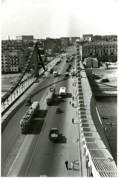 Крымский мост. Автор Гостев Алексей, 1970.jpg