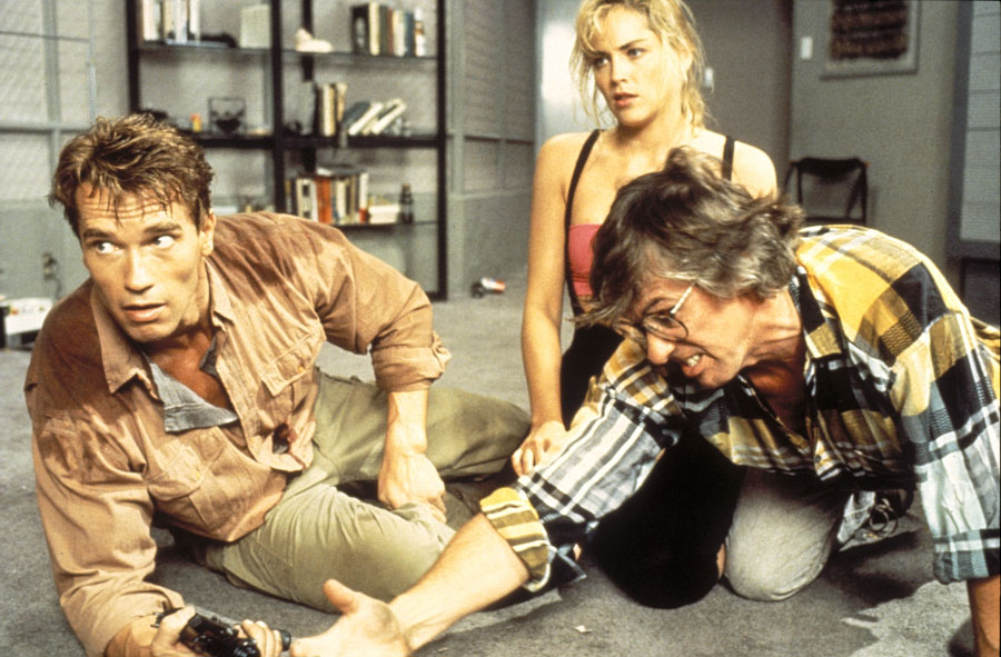 Фильм сильвестр сталлоне и шерон стоун отрывок из фильма трасса 60