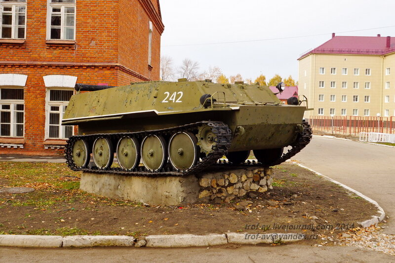 БТР ГТ-МУ. Памятники на территории бывшего Рязанского военного училища (сейчас автомобильный факультет  воздушно-десантного училища)