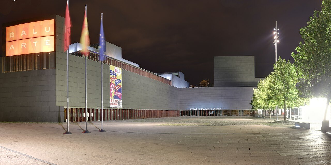 Pamplona. Palacio de Congresos y Auditorio de Navarra)