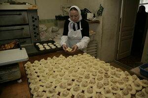 8. В монастырской пекарне