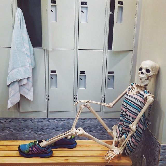 скелет-пародия-на-девушек3.jpg