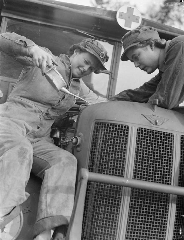 At_An_ATS_Motor_Transport_Company_Training_Centre,_Camberley,_Surrey,_1941_D5714.jpg