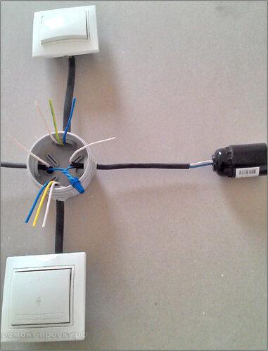 подключение проходного выключателя  ноли.jpg