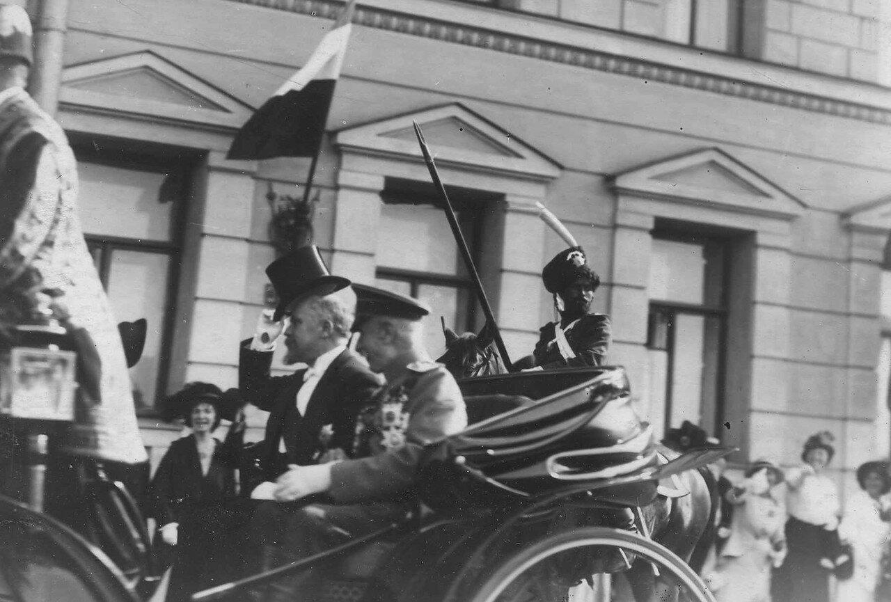 111. Р.Пуанкаре и великий князь Георгий Михайлович в экипаже