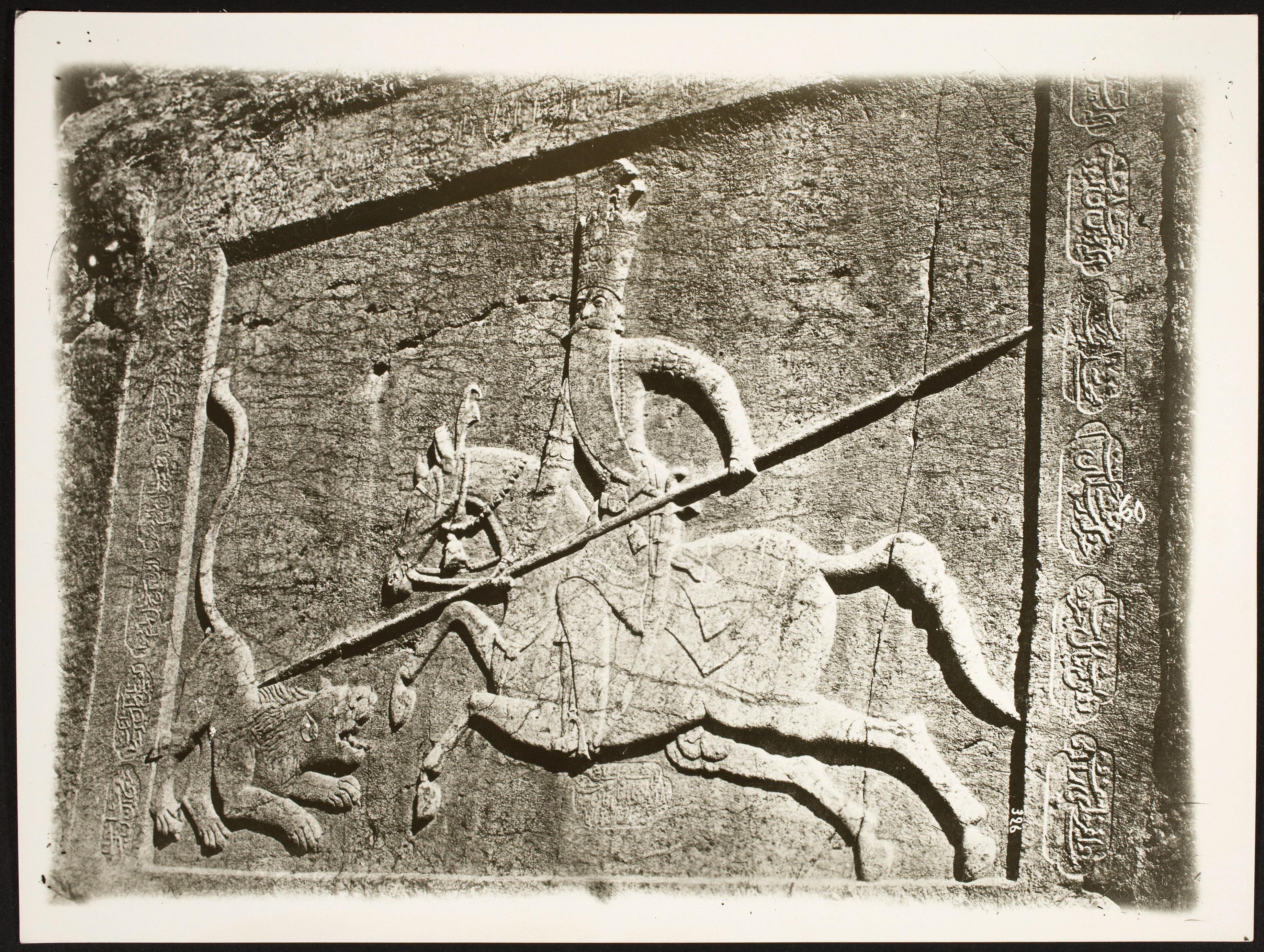 Шахри Рай. Рельефы каджарского периода, сделанные в «ново-сасанидском стиле» изображают Фетх Али-шаха