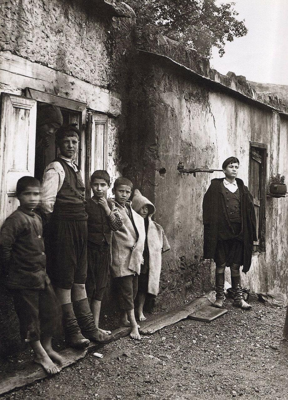 1911. Крит. Лаки, Семья Мантаки
