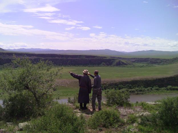 Монгольские пастухи на дне будущего водохранилища. Фото: «Реки без границ»