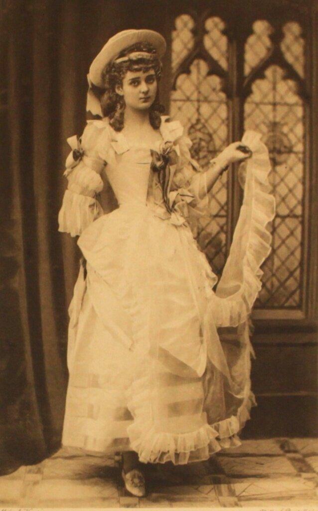 lady-beatrice-herbert-as-signora-bacelli-after-gainsborough-p123.jpg