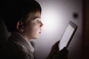 Читать электронные книги перед сном вредно