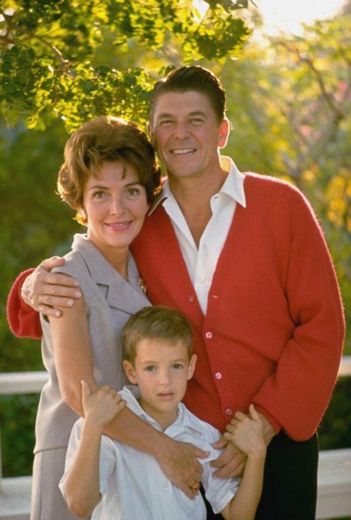 Скончалась бывшая первая леди США Нэнси Рейган - Цензор.НЕТ 4529