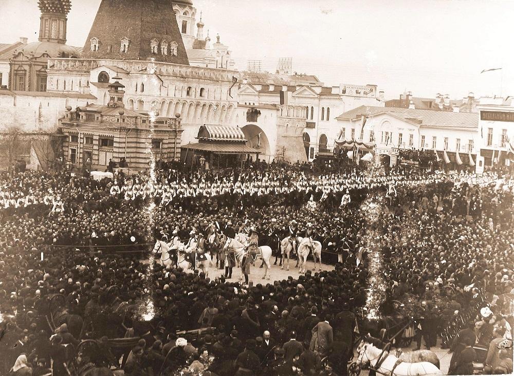 2 Герольды на Лубянской площади.jpg