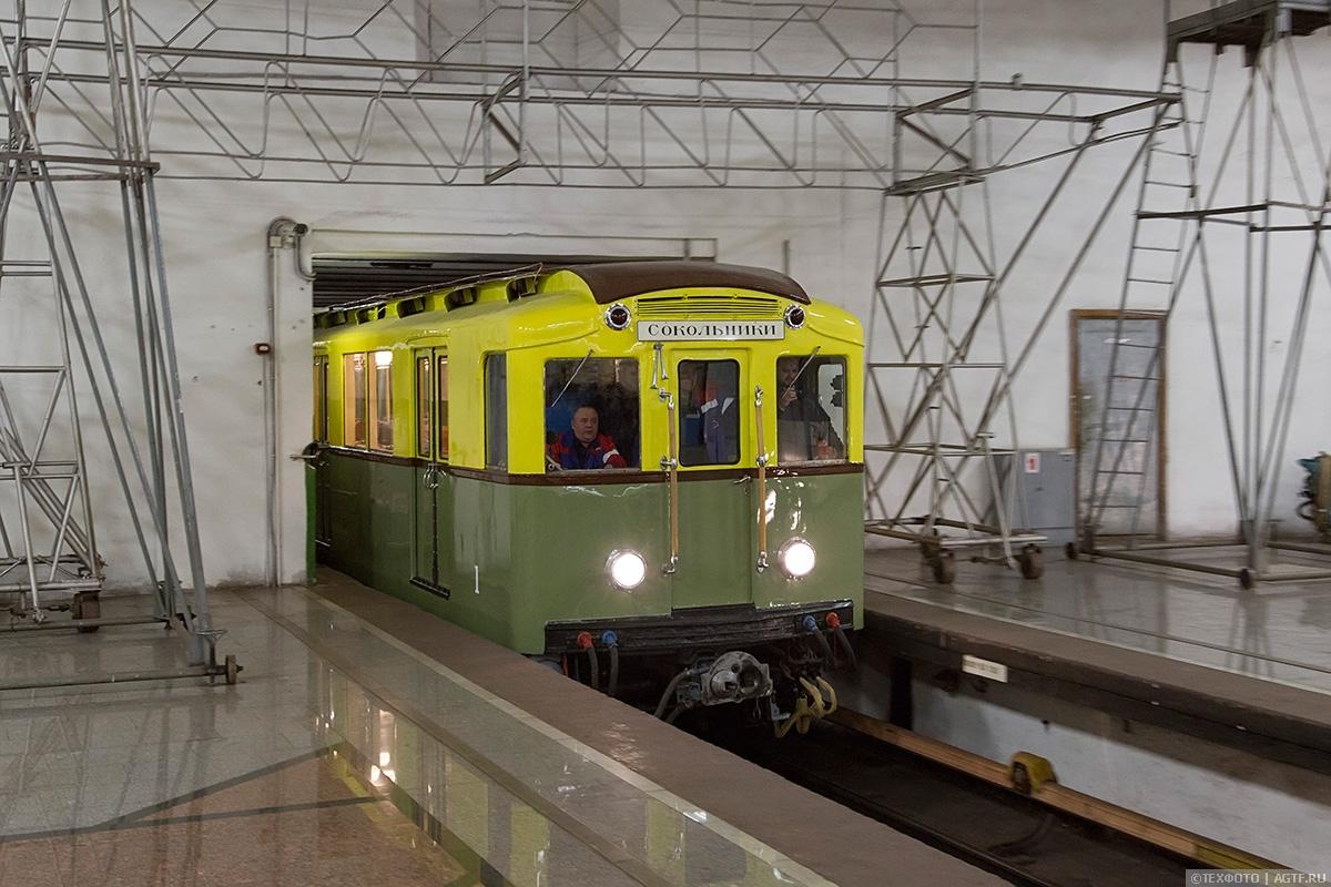 Поездка на первых вагонах Метрополитена