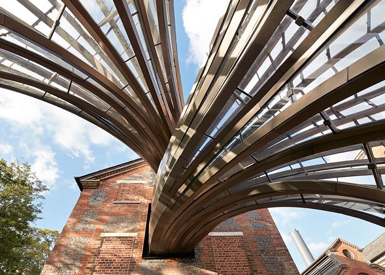 Завод по производству джина ©Bombay Sapphire в Гемпшире. Архитектор Thomas Heatherwick