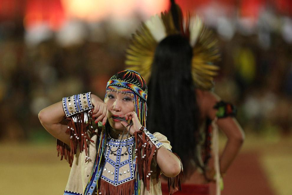 21. Так выглядел конкурс красоты на 1-х Всемирных Играх коренных народов. (Фото Eraldo Peres):