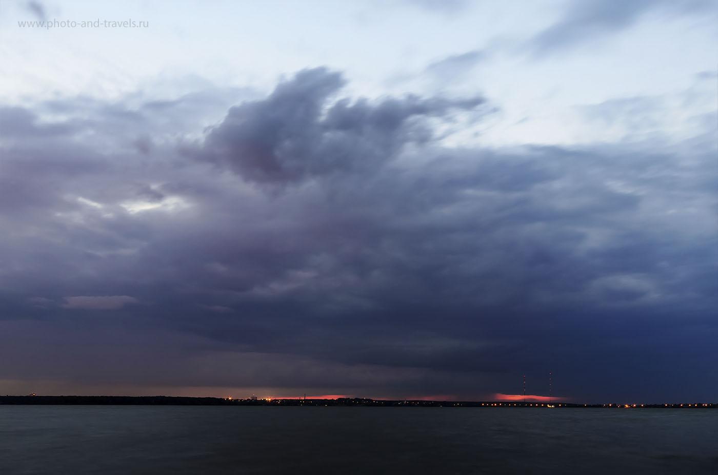 3. Низкие облака закрывают путь солнечным лучам, предотвращая красивый закат. Nikon D5100, ширик Samyang 14/2.8. Фото обработано, как tonemapping