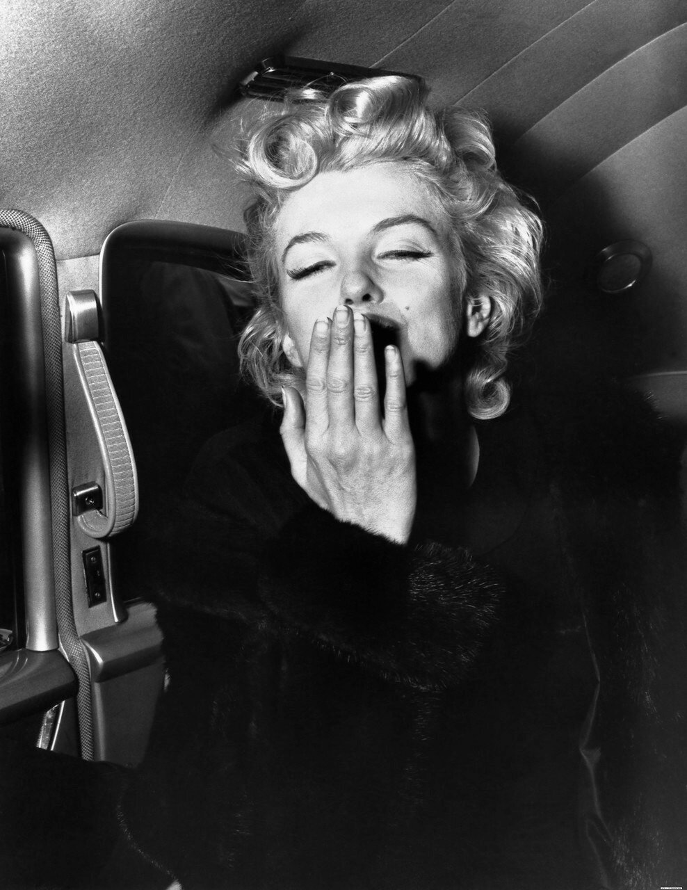 Marilyn Monroe Blowing a Kiss