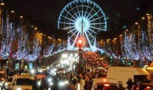 Париж окунулся в атмосферу предстоящего праздника